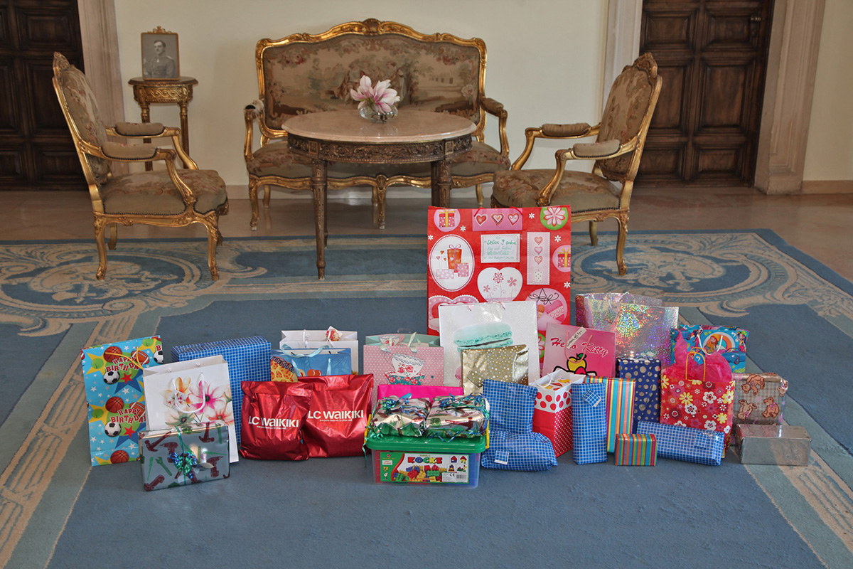Crown princess katherine hosts international schools students collecting gifts for the traditional easter receptions negle Image collections